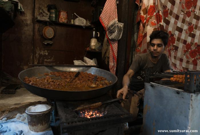 Sutli kebabs being made